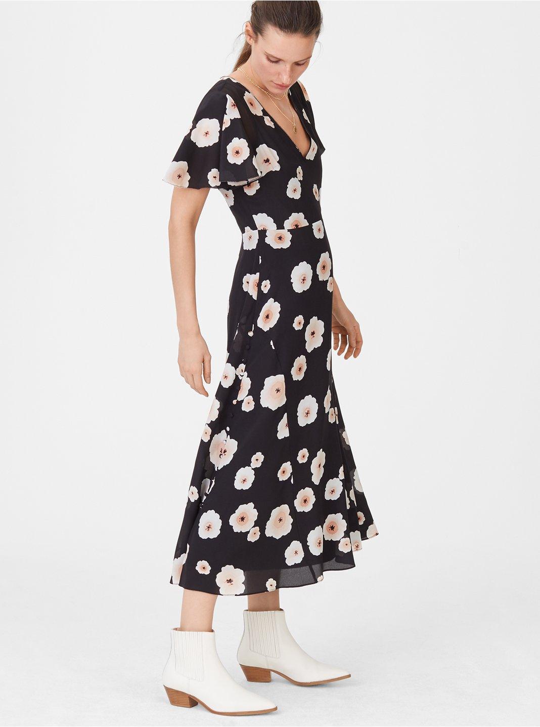 클럽 모나코 자미카 실크 플로럴 원피스 (이하늬 착용)  Club Monaco Zameeka Silk Floral Dress, Black Multi