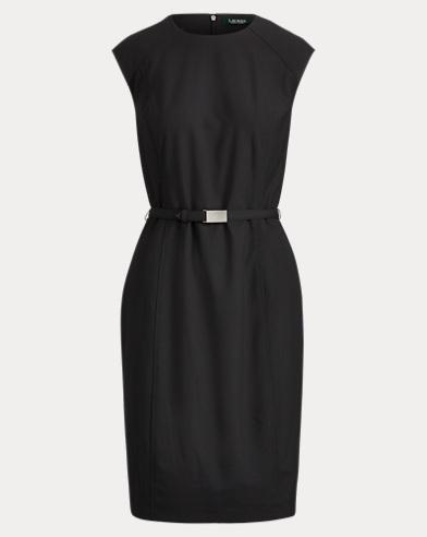 Kleid mit Gürtel und Flügelärmeln