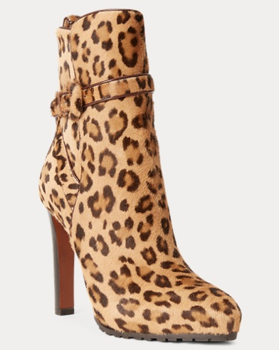 192a245b8d5 Bottes Recelle en cuir léopard. Ralph Lauren