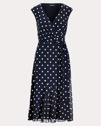Gepunktetes Kleid mit Gürtel