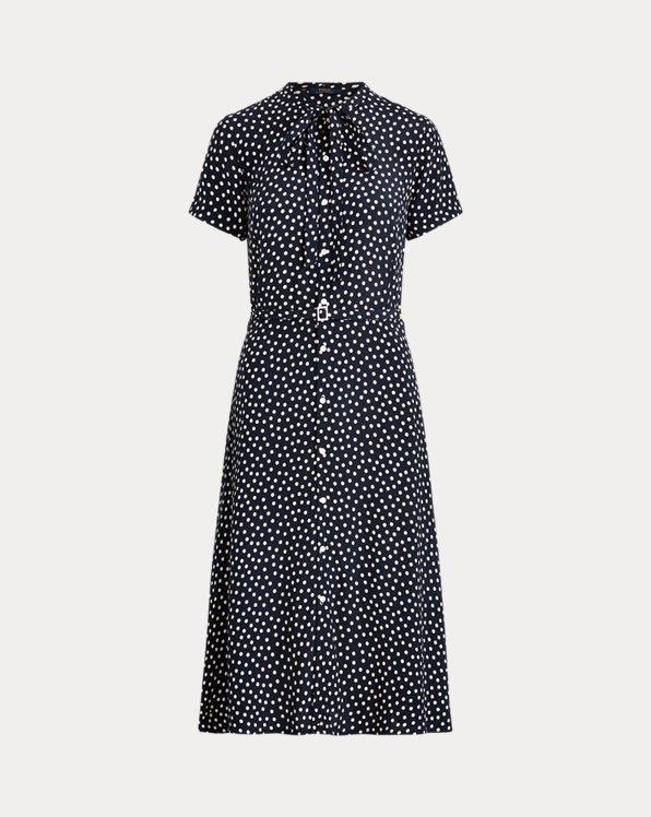 Kurzärmliges Kleid mit Gürtel