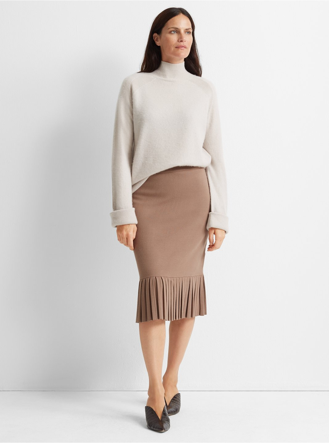 Slim Pleated Skirt