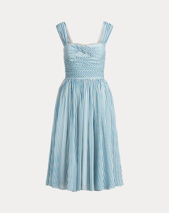 Ausgestelltes Kleid mit Streifen
