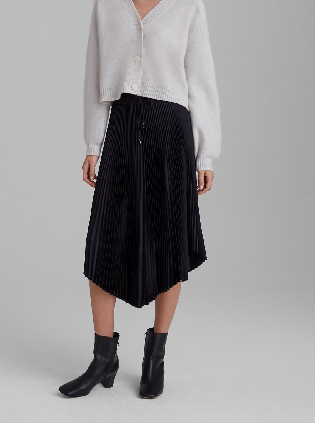 Pleated Scoop Hem Skirt